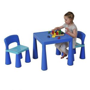 Blauwe set voor kinderen en stoelen